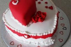 Valentine-Cake-w-spray-2